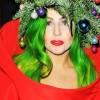 Lady Gaga stupisce ancora: si veste da albero di Natale