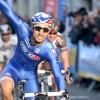 Giro d'Italia: vince Bouhanni, funambolo sotto la pioggia