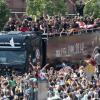 PHOTOGALLERY | Germania accolta da migliaia di tifosi a Berlino