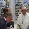 """Il Papa va dall'ottico: quando i giornali fanno """"ooh"""""""