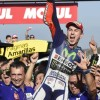 MotoGP Valencia, Lorenzo Campione, ma Rossi supereroe