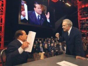 Berlusconi seduto al posto di Santoro