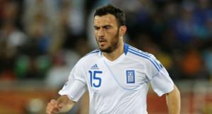 Torosidis in azione con la maglia della Grecia.