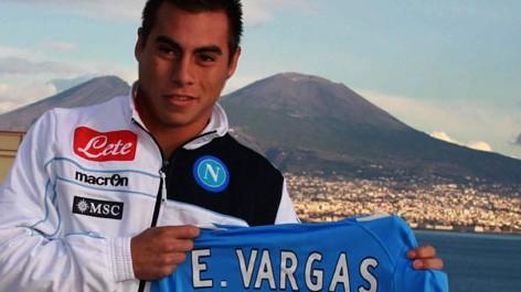 Vargas con la maglia del Napoli