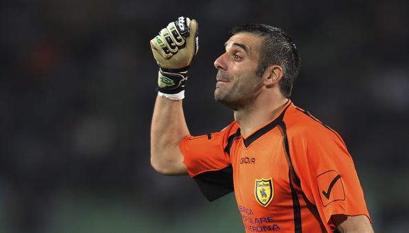 il portiere Stefano Sorrentino con la maglia del Chievo