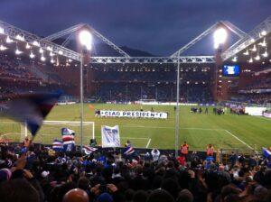 I giocatori della Sampdoria sotto la gradinata Sud ricordano Garrone