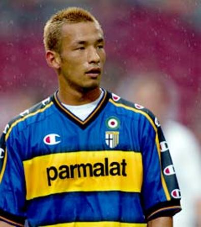 Hidetoshi Nakata con la maglia del Parma