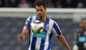Rolando, 29, anni, con la maglia del Porto