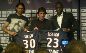 Alla presentazione del PSG con Momo Sissoko ora alla Fiorentina