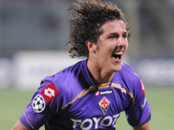 Stevan Jovetic esulta con la maglia della Fiorentina