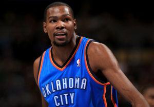 Kevin Durant, 51 punti nella vittoria dei suoi Thunder contro i Raptors. Continua la sua marcia verso il titolo M.v.p