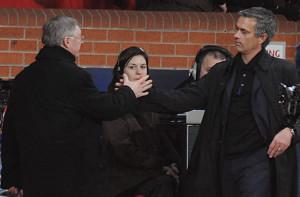 Ferguson_Mourinho passaggio di cosnegna