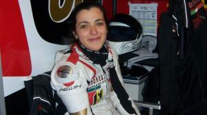 Il sorriso di Alessia Polita nei box prima di una gara in moto