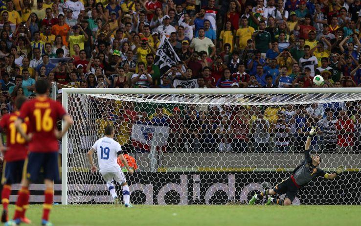Bonucci spara alto il rigore tirato contro Casillas in Spagna-Italia, valida per la semifinale di Confederations Cup