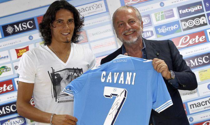 Cavani (a sinistra) e il presidente del Napoli De Laurentiis