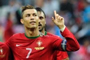 Cristiano Ronaldo con la maglia del Portogallo, rivale di Neymar nella prossima Liga