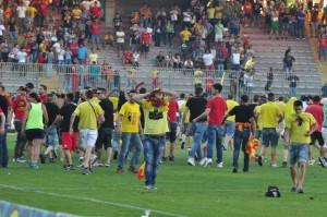 Invasione di campo a Lecce