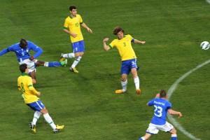 Un immagine della scorsa amichevole tenuta allo stadio Wembley tra Brasile-Italia terminata 2-2. Balotelli realizzò lo splendido gol che ci permise di riagguantare il Brasile in vantaggio