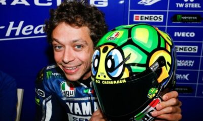 Valentino Rossi nei box della Yamaha