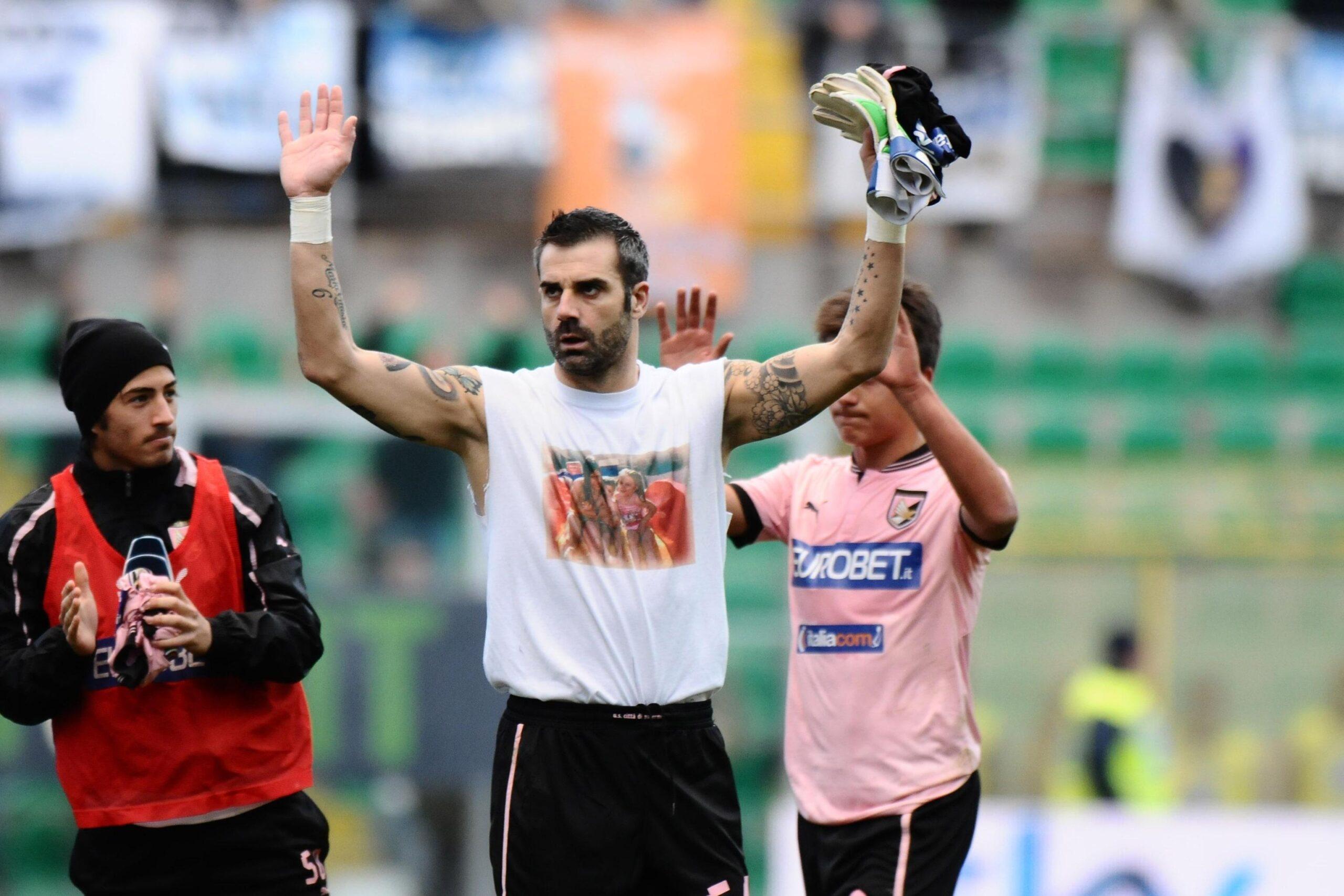 il portiere Sorrentino con la maglia del Palermo