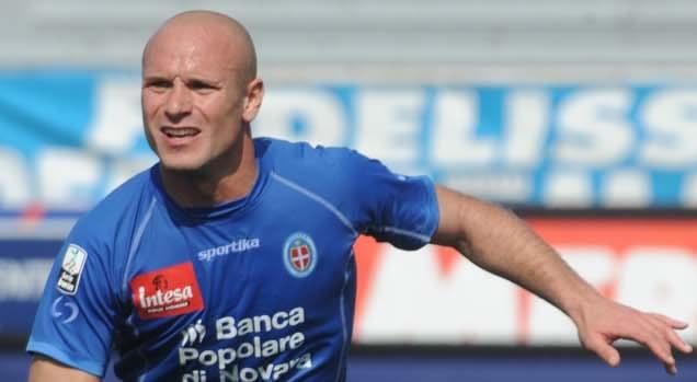 Andrea Lisuzzo con la maglia del Novara