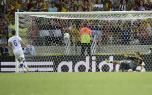 """Cucchiaio"" di Candreva a Casillas"