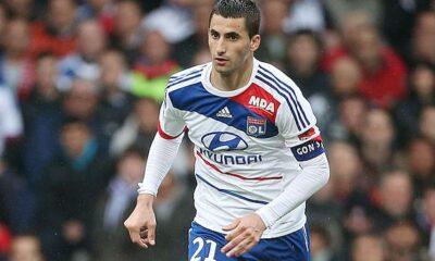 Maxime Gonalons in campo con la maglia del Lione