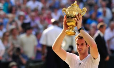Andy Murray con il trofeo di Wimbledon del 2013