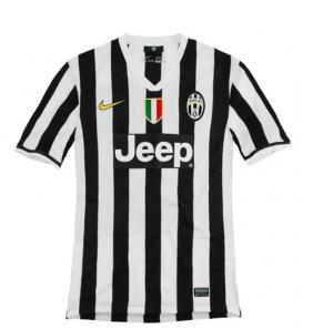 La prima divisa ufficiale della Juventus stagione 2013-2014