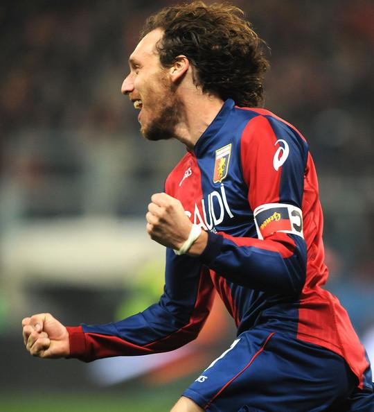 Marco Rossi con la magli del Genoa