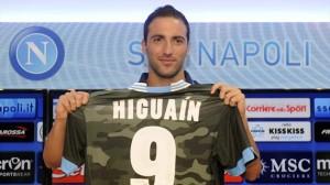 Higuain, chiamato a non far rimpiangere Cavani a Napoli