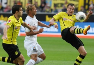 Azione di gioco tra il Borussia e il Braunschweig