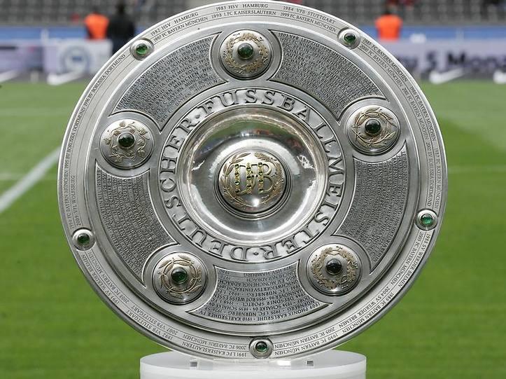 """Il Meisterschale, il tradizionale """"piatto"""" trofeo della Bundesliga"""
