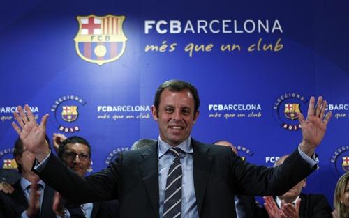 Sandro Rosell, presidente del Barcellona. Nella foto in alto il presidente del Real Madrid Florentino Pérez
