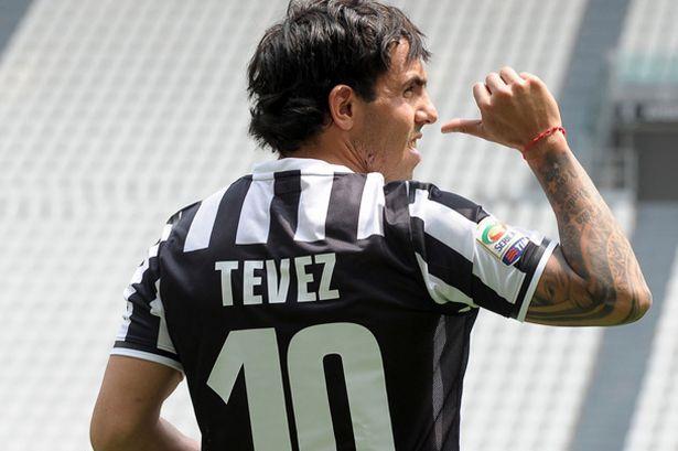 Carlos Tevez con la maglia della Juve