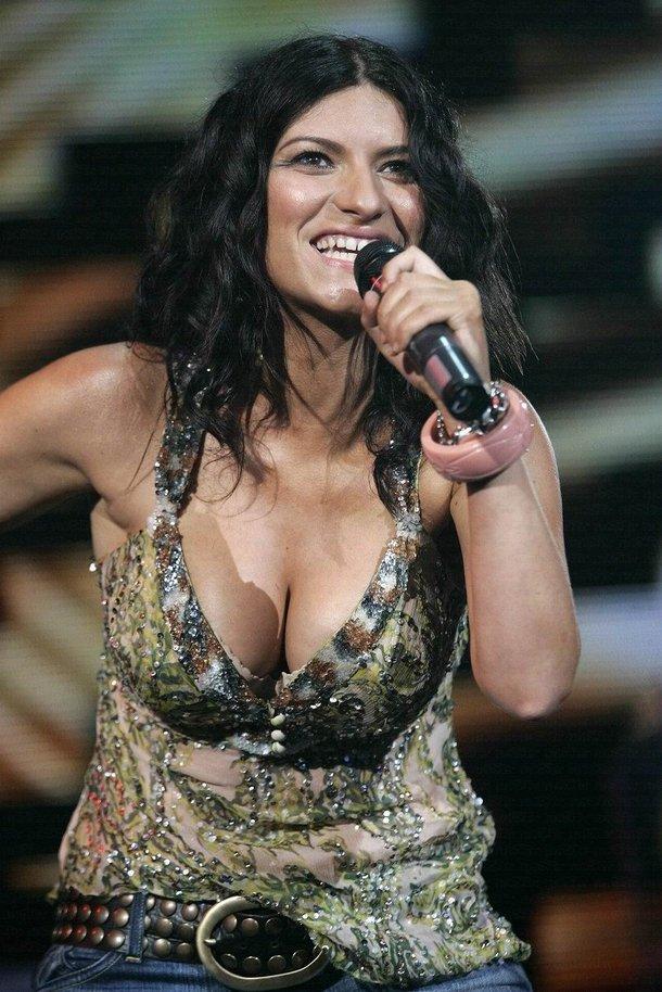 Laura Pausini durante un concerto