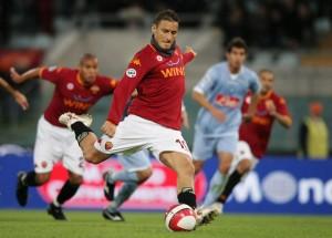 Francesco Totti con la maglia della Roma