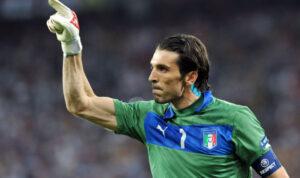 Buffon, portiere della Juve, in nazionale