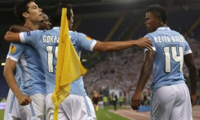 La Lazio esulta dopo il gol contro il Legia Varsavia in Europa League