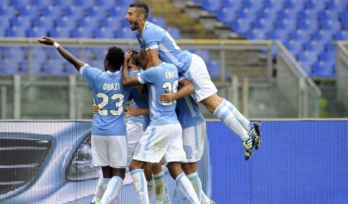 La Lazio festeggia dopo un gol
