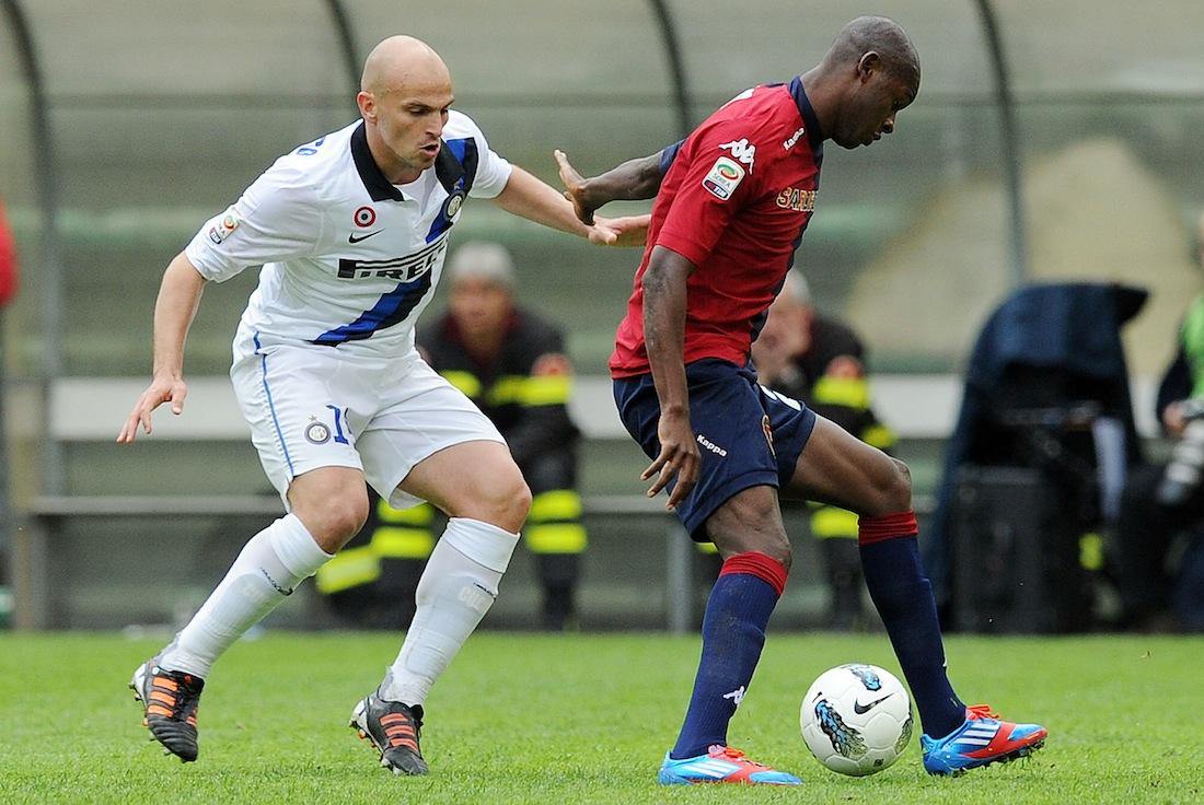 Ibarbo e Cambiasso durante Cagliari-Inter
