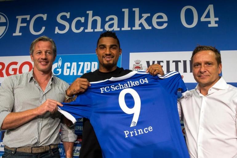 Kevin Boateng alla presentazione con lo Schalke