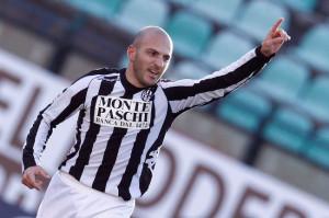 Alessandro Rosina con la maglia del Siena