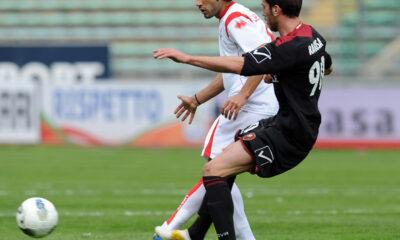 De Falco del Bari impegnato in un'azione di gioco contro la Reggina