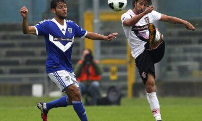 Di Gennaro prova un calcio lungo in Brescia - Palermo di Serie B