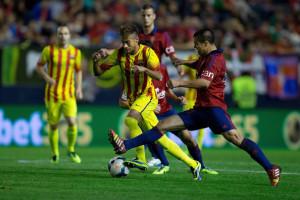 Un azione del match tra Osasuna e Barcellona