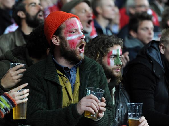 Tifosi assistono a Danimarca-italia