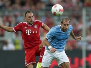 Ribery in contrasto con Zabaleta in Bayern Monaco - Man. City