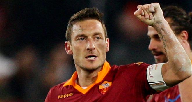 Francesco Totti a 37 anni è ancora l'appiglio a cui si aggrappa la Roma.