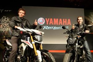 Valentino Rossi e Jorge Lorenzo allo stand Yamaha